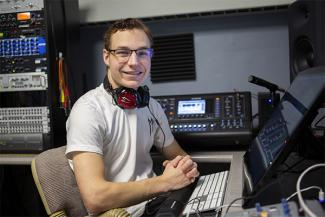 Job Saunders in studio